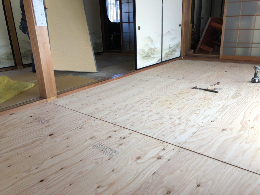 床板のベニヤ補強、和紙畳と襖の張り替え