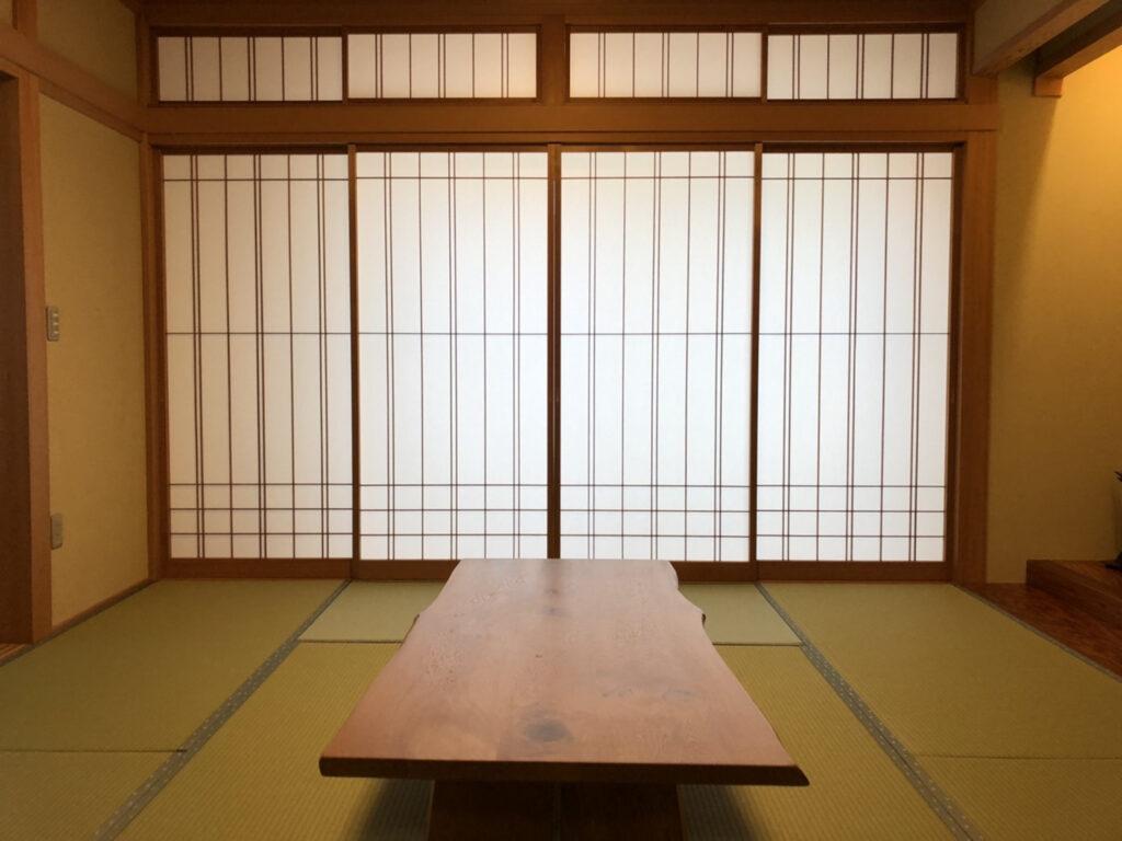 畳の表替えと障子の張替えでお部屋がとても明るくなりました